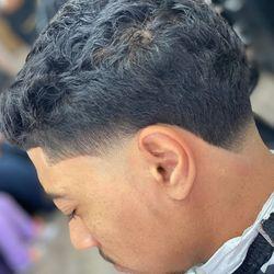 Jr Master barber Leo barber shop 2024 3rd ave New York ny 10029, 2024 3rd ave New York, Leo barber shop, New York, 10029