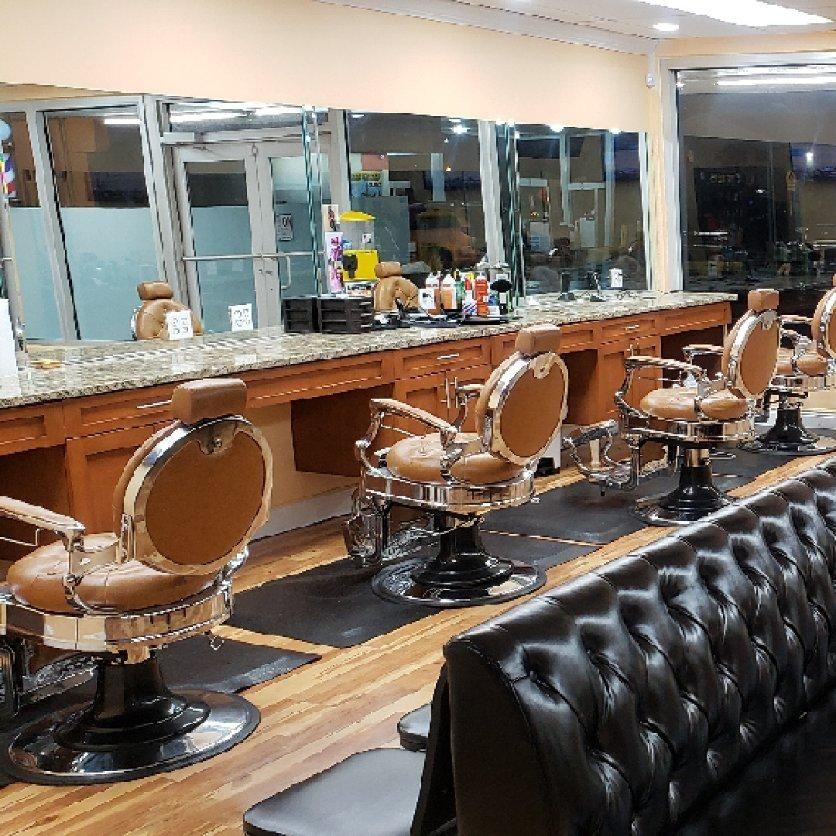 Barbershop, Hair Salon - New HEADLINER 561  William Wells