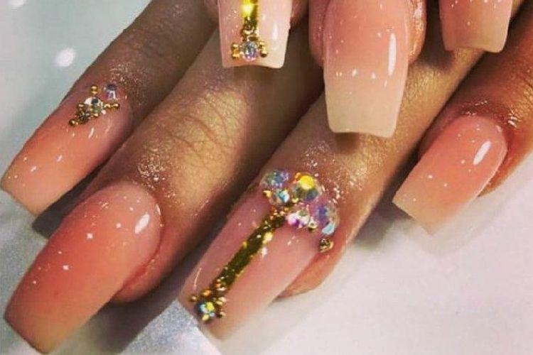 Refinne Nails