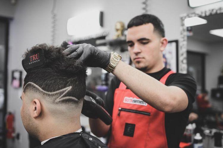 TrenchKlyntel @ 6ixthelement Barbershop