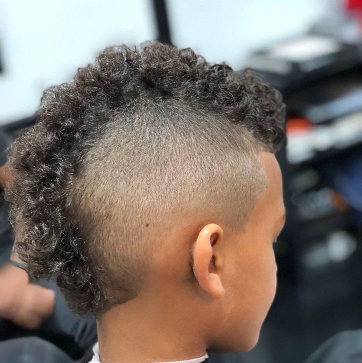 Barbershop - Leslie Cuts